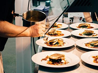 Hoe wij juist nu horeca- en cateringondernemers ontzorgen op het gebied van personeel